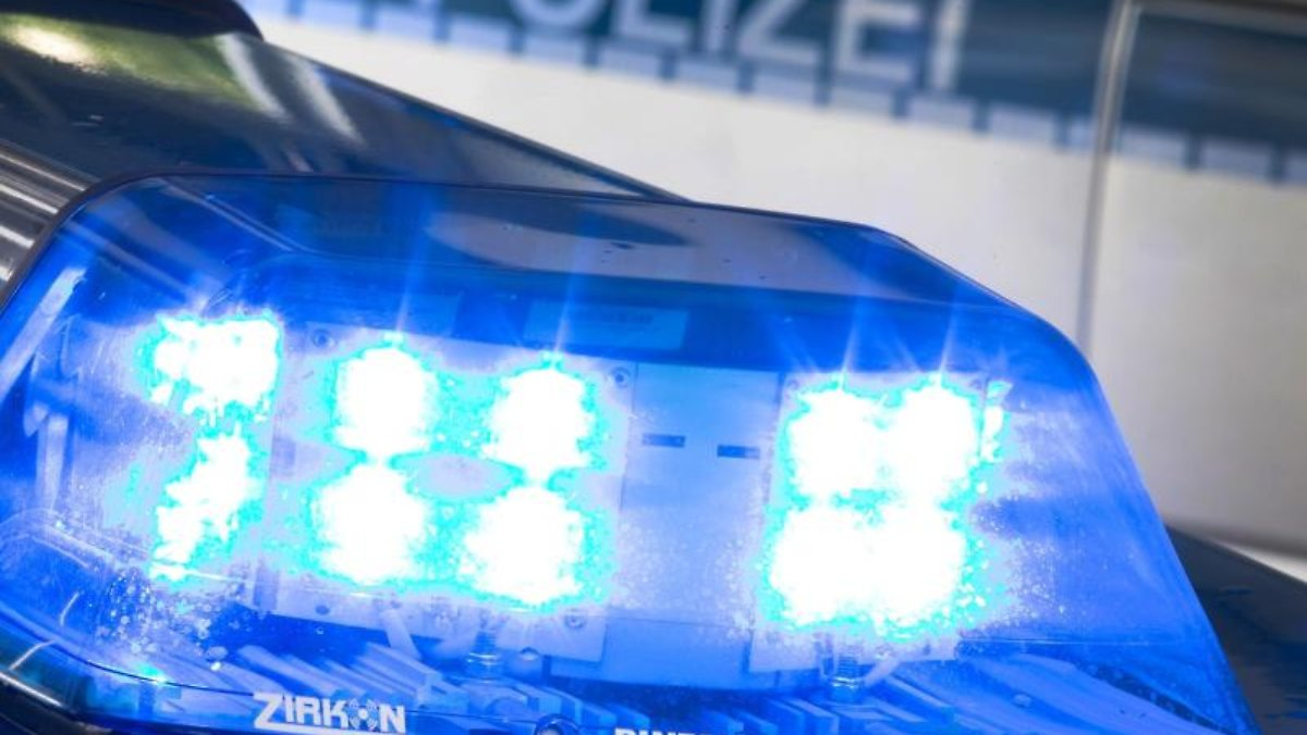 Hafturlauber kracht auf gestohlenem Roller in vier Autos