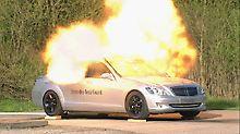 Auch das sollten die Insassen im Mercedes Benz S-Guard überleben.