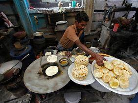 Straßenstand in Kolkata (früher Kalkutta): Indien kämpft wie alle neuen Wirtschaftsmächte Asiens gegen die hohe Inflation.