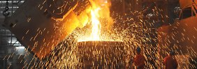 Gutes Geld verdienen die Unternehmen vor allem noch mit Spezialprodukten, bei denen sie den Stahl etwa zu Karosserieteilen, Unterwasserrohren oder Turbinen-Teilen weiterverarbeiten.