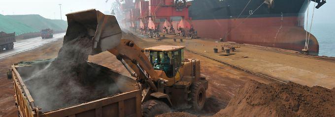 Eisenerz aus dem Boden Australiens erreicht China: Der Hafen Rizhao in der Provinz Shandong spielt für die chinesischen Schüttgutimporte eine herausragende Rolle.