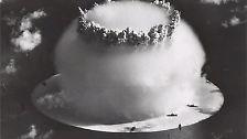 Der Atomwaffensperrvertrag (Non-Proliferation Treaty, NPT) gestattet nur ihnen sowie Frankreich und China den Besitz dieser Massenvernichtungswaffen.