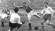 1938 messen sich die besten Fußball-Teams in Frankreich. Italien verteidigt den WM-Titel durch ein 4:2 gegen Ungarn. Die deutsche Elf scheitert im Achtelfinale an der Schweiz.