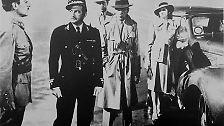 Oder ist es die Kriminalgeschichte vor dem Hintergrund des Zweiten Weltkriegs? Auch der Propagandaeffekt und die positive Grundstimmung sind, mitten im Krieg, nicht zu unterschätzen.