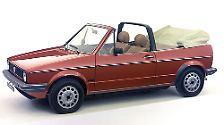 Als Nachfolger des beliebten Käfer Cabriolets brachte VW 1979 das Golf Cabrio. Die kantige Bauweise und der markante Überrollbügel machen ihn heute zu einem begehrten Youngtimer.