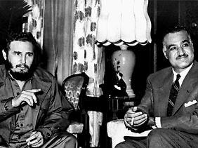 Kalter Krieg in Nahost: Kubas Staatschef Fidel Castro (l.) unterstützte den ägyptischen Präsidenten Gamal Abdel Nasser (r.) mit Truppen.