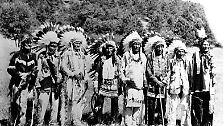 """2. Historiker haben folgende """"Faustregel"""" formuliert: Innerhalb von 100 Jahren nach dem ersten Kontakt mit Europäern reduzierte sich die Zahl der amerikanischen Ureinwohner um rund 90 Prozent."""