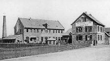Die Ehe mit der Fabrikantentochter Sophie Marie Schell im Jahr 1868 versetzte Adam Opel in die Lage, in Rüsselsheim eine eigene Fabrikhalle zu errichten und Anteile an einer Gießerei zu kaufen. Damit standen dem Jungunternehmer neue Möglichkeiten offen.