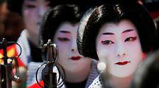 Als Edo-Periode wird der Abschnitt der japanischen Geschichte von etwa 1600 bis 1868 bezeichnet, benannt nach dem damaligen Namen der Hauptstadt, Edo.