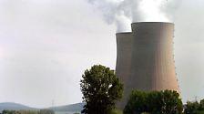Der Stromkonzern kann die nicht mehr produzierte Reststrommenge auf andere Atomkraftwerke übertragen, die dadurch länger laufen können. (Im Bild: Grohnde. Mit 1360 Megawatt eines der leistungsstärksten deutschen Kernkraftwerke.)