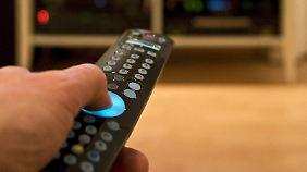 Manche Sender sind lauter als andere. Das stört den zappenden Zuschauer.