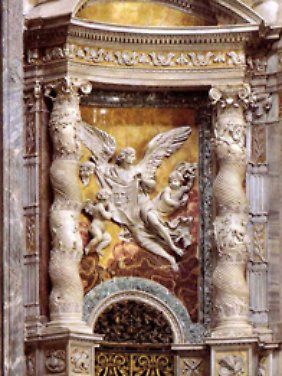 Die spätantiken Säulen, die Bernini im Bronzebaldachin aufgriff, sind auch heute noch ausgestellt.