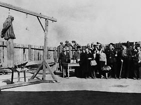 19. April 1945: Bürger aus Weimar im KZ Buchenwald.
