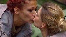 Dann verabschiedet sie sich. Ein Kuss für Claudelle Deckert.
