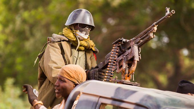 Malische Truppen kämpfen zusammen mit französischen Soldaten gegen die Islamisten.