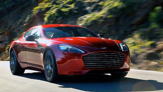 Ein neue Front mit vergrößertem Kühlergrill lässt den Aston Martin Rapide wuchtiger erscheinen.
