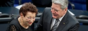 Inge Deutschkron mit Bundespräsident Joachim Gauck.