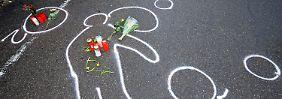 Kreidespuren zeigen den Umriss des Amokläufers Tim K. vor dem Autohaus in Wendlingen, wo er sich erschossen hatte.