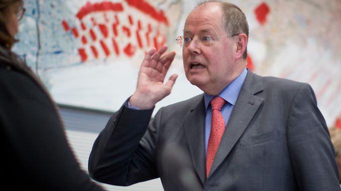Es war fast ein wenig ruhig um Peer Steinbrück, aber jetzt meldet sich der SPD-Kanzlerkandidat zurück.