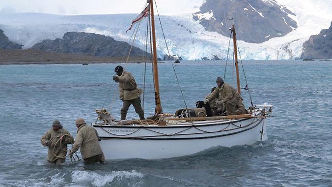 """Die Abenteurer bei ihrer Landung an den """"South Georgia Islands""""."""