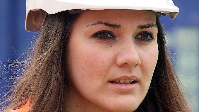 Eine griechische Ingenieurin im Einsatz auf dem Bau: Noch kommen zu wenige hochqualifizierte nach Deutschland.