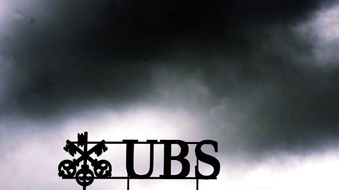 Die UBS schließt das vergangene Geschäftsjahr wegen dem Libor-Skandal mit einem riesigen Verlust ab.