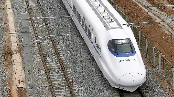 Chinas Wirtschaft im Hochgeschwindigkeitswahn: Experten hoffen, dass sie in die Rolle der Konjunkturlokomitve schlüpft.