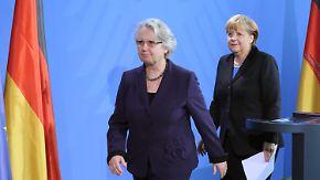 """""""Sehr schweren Herzens"""": Merkel entlässt Schavan"""