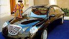 ... für Fahrten innerhalb der Vatikanstadt ein Lancia Thesis Jubileo, den bereits Johannes Paul II. nutzte.