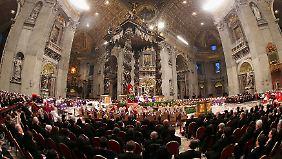 Der Petersdom war bis auf den letzten Platz gefüllt.