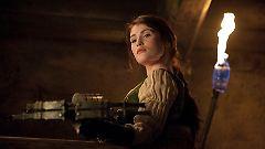 Gretel hat ihre tödliche Waffe immer griffbereit. Eine doppelläufige Armbrust ist keine Hexerei.