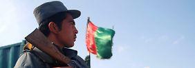 NATO-Kampftruppen sollen bis 2014 durch afghanische Kräfte ersetzt werden.