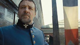 Russell Crowe gibt den harten Inspektor Javert, der Valjean unablässig jagt.