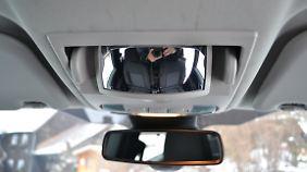 Der Clou ist ein Hohlspiegel im Dachhimmel, über den sich die Rasselbande im Fond beobachten lässt.