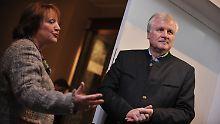 Sabine Leutheusser-Schnarrenberger und Horst Seehofer teilten der Presse am Samstagabend die Einigung mit.