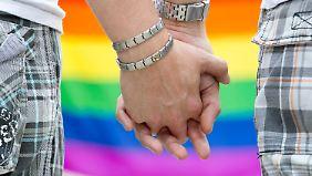 FDP freut's, CSU bremst: CDU will Homo-Ehe gleichstellen