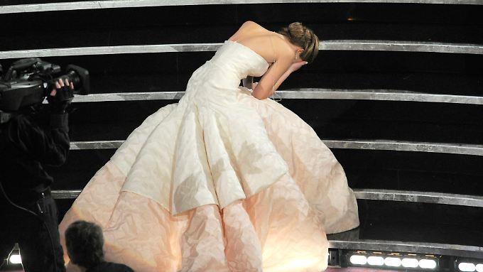 Jennifer Lawrences Kleid war so voluminös, dass sie kaum die Treppe hochkam.