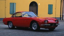 ... um vor genau 50 Jahren Urvater der ultrascharfen Streetracer im Zeichen des Kampfstieres zu werden. Mit seinen aggressiven Vollgastieren verfolgte Lamborghini von Beginn an vor allem ein Ziel: ...