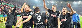 So sehen Pokalhelden aus: Die Freiburger feiern ihr Premieren-Halbfinale, für das sie in Mainz lange und hart kämpfen mussten.