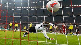 Das einzige Tor des Spiels: Kurz vor dem Halbzeitpfiff setzte Robben einen satten Schuss in den Winkel. BVB-Torwart Weidenfeller war chancenlos.