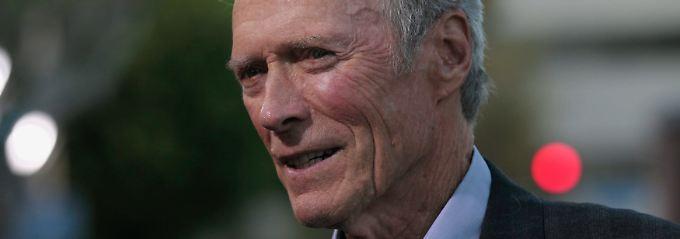 Eastwood gilt als Konservativer. Doch während er beim Thema Waffengesetze stur bleibt, zeigt er sich bei der Gleichstellung Homosexueller offen.