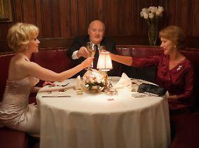 Zwischen zwei Frauen: Hitchcock mit Janet Leigh (Scarlett Johansson) und seiner Frau Alma Reville.