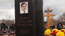 Auch einem anderen Bekannten Browders ergeht es nicht gut: Der russische Wirtschaftsprüfer Sergej Magnitski wird 2008 verhaftet. Ein Jahr später stirbt er krank in Untersuchungshaft. Offenbar wird er von russischen Beamten misshandelt.
