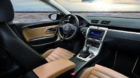 Tiefe Sitze und üppige Ausstattung zeichnen den Passat CC aus.