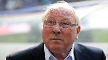 """""""Es ist eine Entscheidung, die ich mal vor längerer Zeit getroffen habe. Und dabei bleibt es"""": Uwe Seeler."""