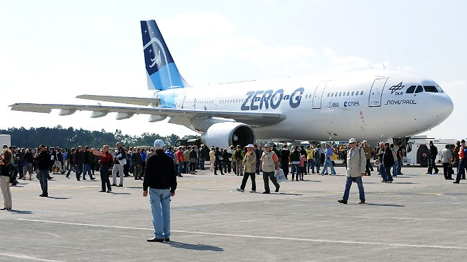 Der Airbus A300 ZERO-G der französischen Firma Novespace auf dem Rollfeld am ILA-Gelände am Flughafen Berlin-Schönefeld (Archivbild vom 15. September 2012)