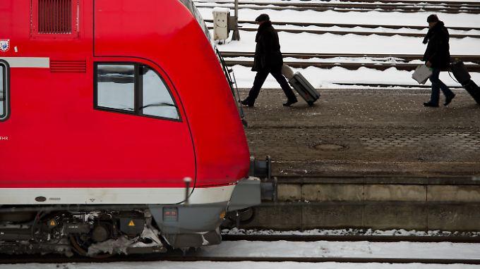 """Auch in diesem """"März-Winter"""" steigen viele Autofahrer lieber auf die Bahn um."""