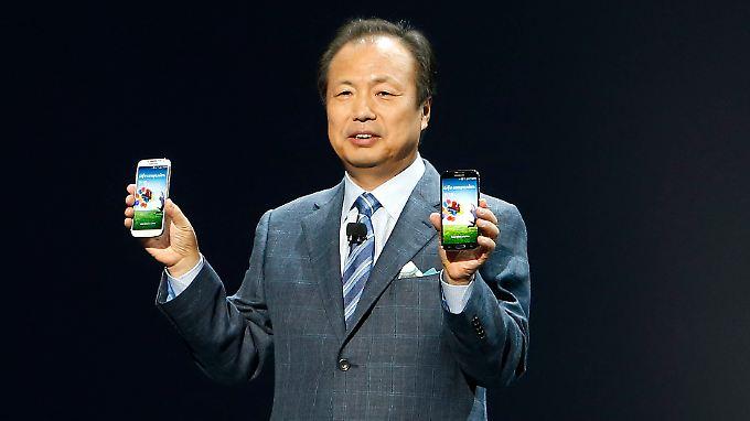 J.K. Shin, der Chef für die Mobilgeräte bei Samsung, präsentiert das neue Galaxy S 4.