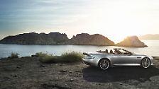 ... einen auf 517 PS aufgerüsteten V-12 mit sechs Litern Hubraum. Aston Martin kann also darauf hoffen, dass das Angebot künftig mehr Enthusiasten findet, die auch Preise ab 168.565 Euro nicht dazu bringt, müde ab zuwinken.