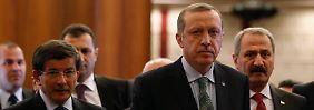 Erdogan (m.) mit seinen Ministern.